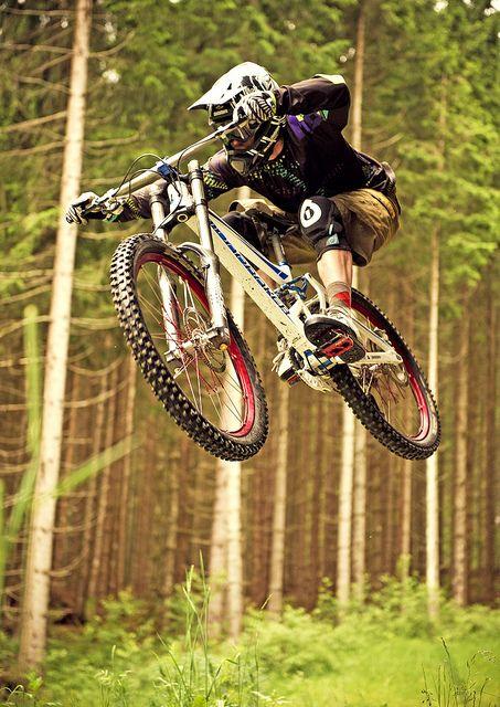 Rider: Thomas Prof Schmitt | Location: Urlaubsarena Wildkogel, Austria | Photo: Dominic Zimmermann | Spring / Summer Collection 2012 | www.zimtstern.com