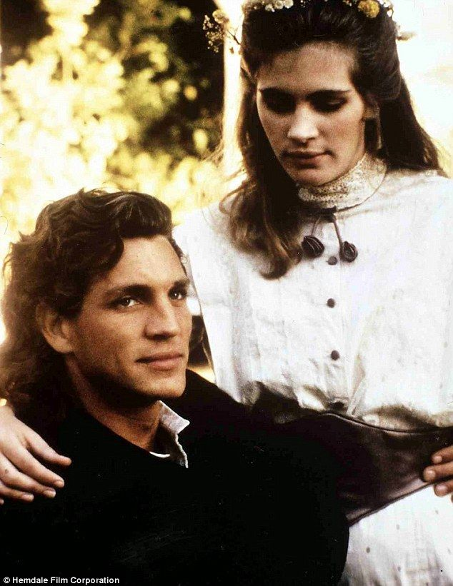 Their only collaboration: Emma's father happens to be Julia's older brother Eric Roberts, ...