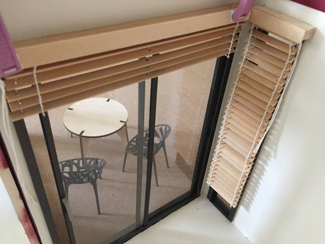 1:12 modern miniature houses: Venetian wood blinds