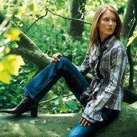 Jeans modèles tendance - Mode jeans 2006-2007 - «Plus pointu, tu meurs !», avec notre sélection de modèles racés, osez les dernières coupes top tendance et affirmez votre style sans hésiter. Légende photo : jean Camaïeu
