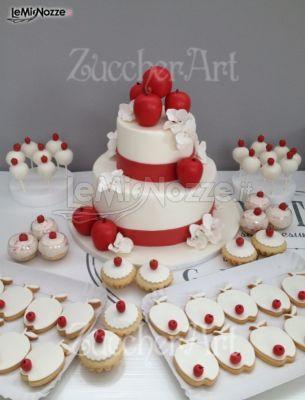 http://www.lemienozze.it/gallerie/torte-nuziali-foto/img32655.html Torta nuziale con mele rosse e biscotti