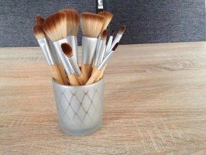 Het schoonmaken van onze make-up kwasten is belangrijker dan we denken. Wil jij zien hoe je jouw kwasten schoon kan krijgen? Kijk dan maar mee! http://lylb.nl/make-up-kwasten-schoonmaken