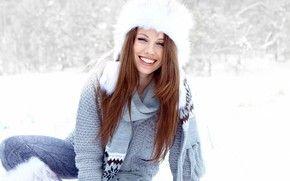 Девушки: девушка, улыбка, волосы, длинные, шатенка, мех, шапка, шарф, свитер, зима, снег
