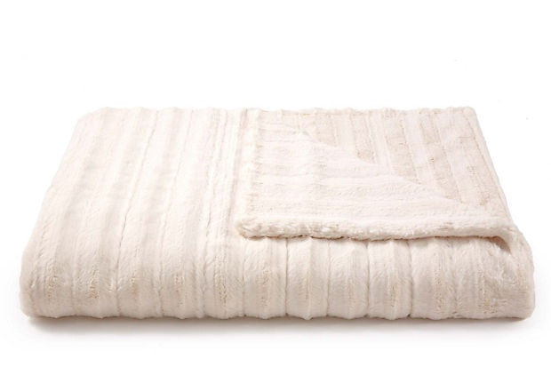Cozy: Channel Throw, Onekingslan With, Gifts Closet, Fauxfur Throw, One King Lane, Onekingslane Com, Bath Towels, Faux Fur Throw, Channel Cream