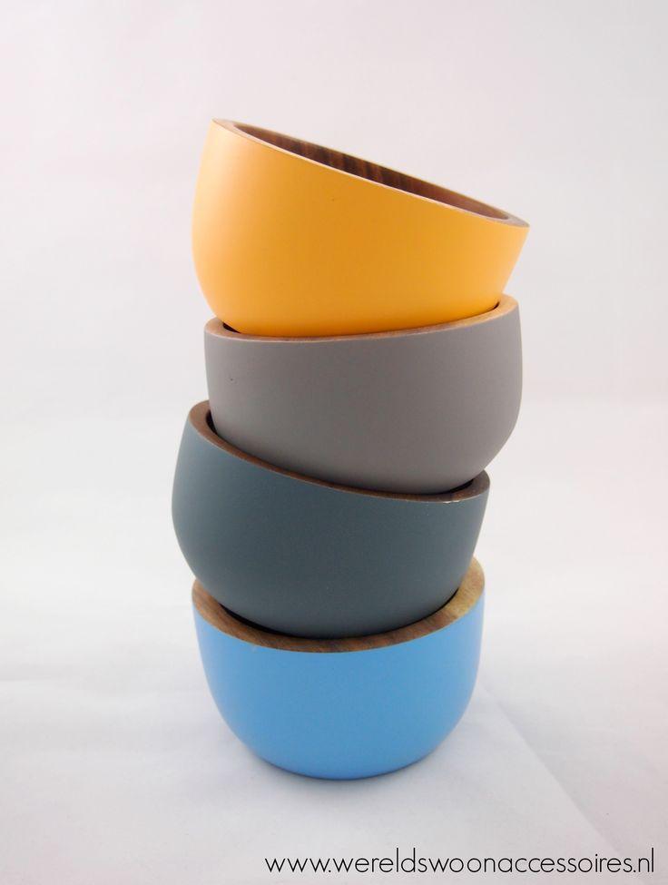 Rijstkommen in de kleuren abrikoos, lichtgrijs, antraciet en lichtblauw! http://wereldswoonaccessoires.nl/shop/schalen/rijstkom-antraciet/