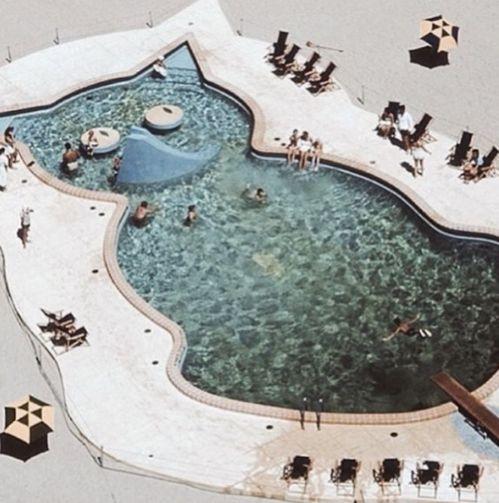 Les plus belles piscines au monde Instagram http://www.vogue.fr/lifestyle/voyages/diaporama/les-plus-belles-piscines-au-monde-instagram/34059#les-plus-belles-piscines-au-monde-instagram-6