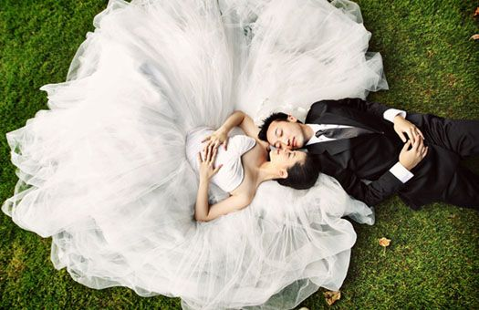 Google Image Result for http://www.theweddingmansion.com.sg/img/essentials/axioo/andrew-swasti-pre-wedding-photo.jpg