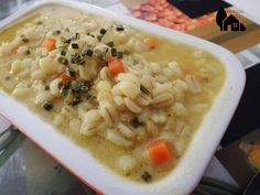 Zuppa d'orzo e porri alla curcuma - ricetta vegana