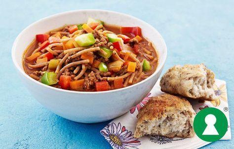 Krydret suppe med hakket kød og pasta