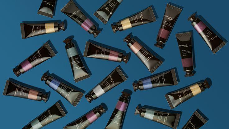 A textura da vez é a cremosa, porque ela garante alta pigmentação e tonalidade intensa. As Sombras tint de Aquarela são a cara da estação e garantem maquiagens vibrantes.