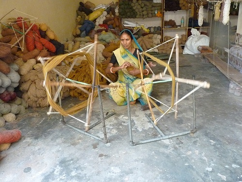 Spinning wool for carpets in Jaipur