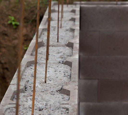 Schalungssteine aus beton haus in 2019 schalsteine for Beton haus bauen