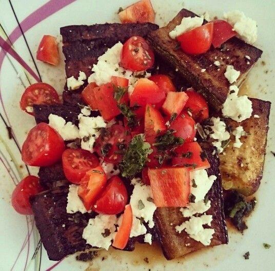 gebratene Zucchini mit frischen Kirschtomaten, Feta und Paprika
