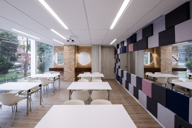 Estee Lauder offices in Bogota Design and build by @aeilatam #EstéeLauder #EsteeLauder #InteriorDesign#Retail @esteelauder #Beauty #BeautyTrends#BeautyTips #Glam #EsteeStories#ModernDesign #WoodIdeas #MarmolIdeas#OfficeIdeas #Design123 #DesignTrends#MAC @maccosmetics #DKNY @dkny#Clinique @clinique #OfficeInspo #TrainningRoom #MakeUp