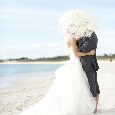 The addition of a white lace wedding parasol makes this image feel like it's straight out of a magazine!