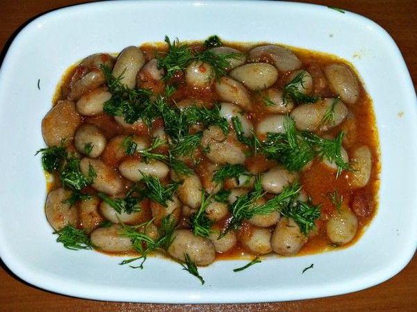 Meral isimli Mutfağımızdan Barbunya Pilaki;   İçindekiler : Barbunya, kuru soğan, sarmısak, domates,kırmızı biber sosu, tuz, şeker, zeytinyağ, dere otu