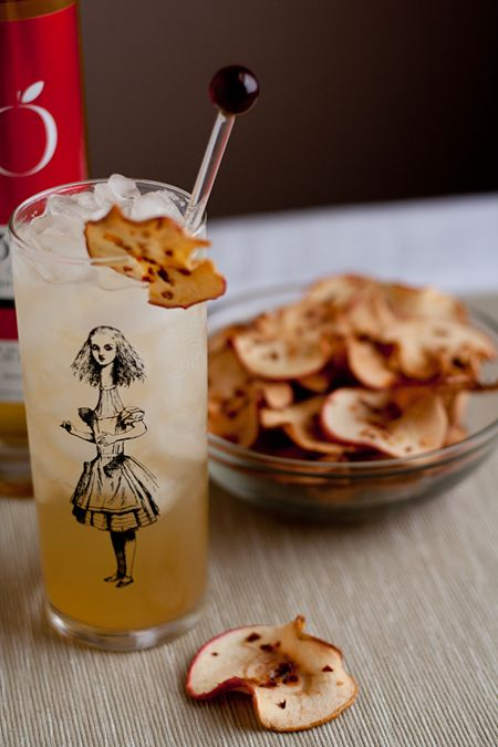 On the menu: Ice Cider Cocktail with Spicy Chile Apple Chips #perfectpicnic #joules