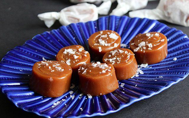 Соленая карамель: [b]Ингредиенты:[/b]  Сливки жирные 240 мл   Сливочное масло 75 г  Соль морская 0,7 ч. л.