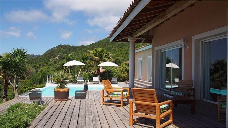 Venez découvrir cette jolie villa située à seulement 30 min d'Ajaccio à vendre chez Capifrance.    Elle détient de nombreux atouts parmi lesquels une pièce à vivre de 56 m² et un pool house pour vos soirées d'été.    Plus d'infos > Philippe Formento, conseiller immobilier Capifrance.