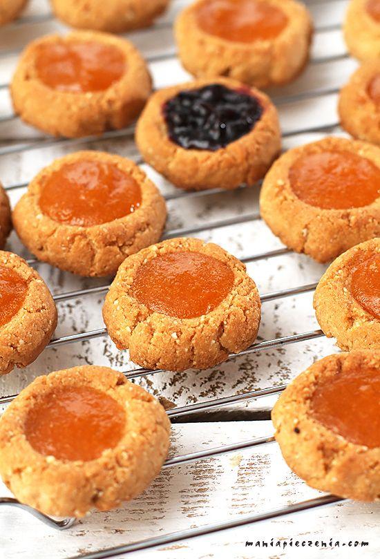 http://maniapieczenia.blogspot.com/2015/12/migdaowe-oczka-thumbprint-cookies-bez.html