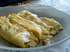 Cannelloni in bianco con verdure e gorgonzola sono un goloso e gustoso primo piatto vegetariano di pasta al forno, facile da preparare, ricco di verdure..