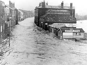 Floods in 1960 near Beach Brothers Exeter Flooding 1960