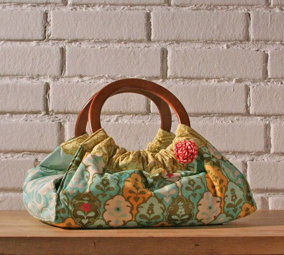Bored with the same old casserole carrier? Cute :)
