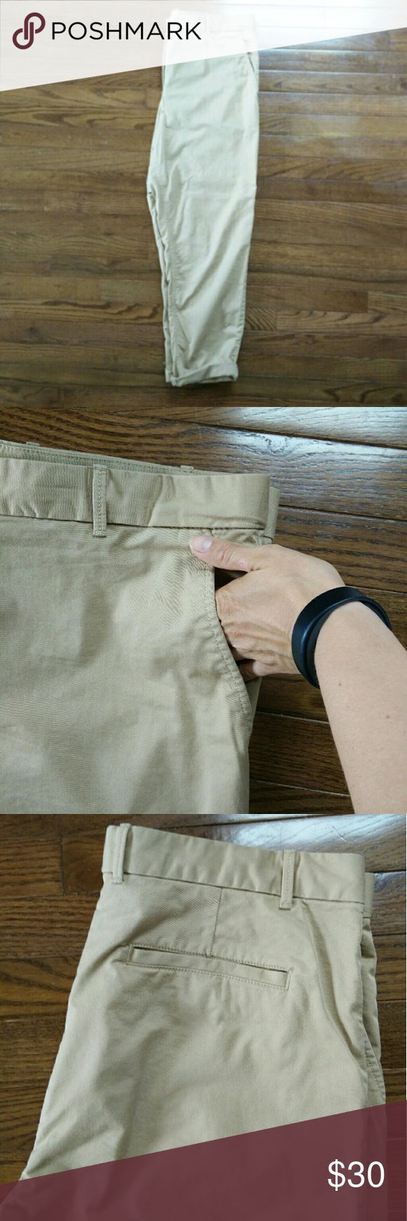 """Gap Broken-in Straight Khakis These pants are made of stretch cotton and are perfect lightweight pants. They can be rolled up as shown or worn unrolled (29"""" inseam). GAP Pants Straight Leg"""