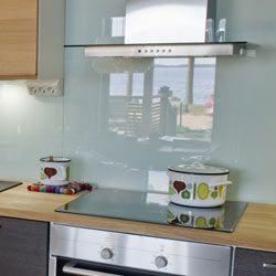Stänkskydd av glas i kök