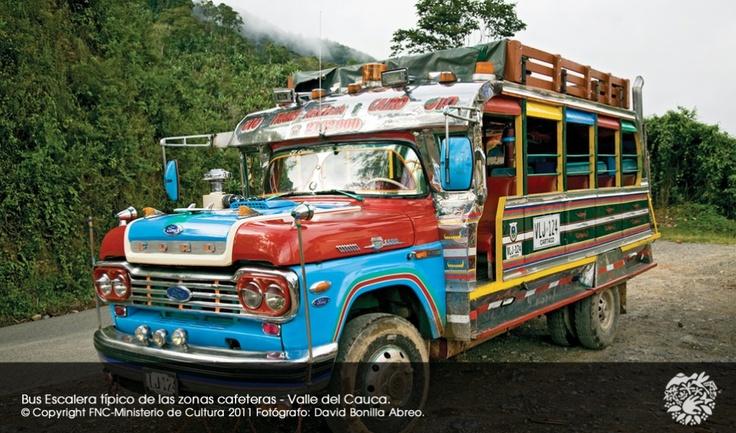 BUS ESCALERA O CHIVA TRANSPORTE DE LA ZONA CAFETERA