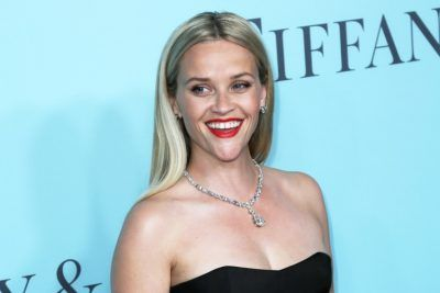 Reese Witherspoon Credits Yoga, Pilates and Diet for Fit Bikini Body, Poses for 15th Anniversary of Legally Blonde #ReeseWitherspoon