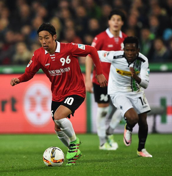 Hiroshi Kiyotake Photos - Ibrahima Traoré of Gladbach challenges Hiroshi Kiyotakeof Hannover during the Bundesliga match between Hannover 96 and Borussia Moenchengladbach at HDI-Arena on April 15, 2016 in Hanover, Germany. - Hannover 96 v Borussia Moenchengladbach - Bundesliga