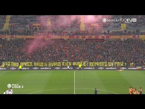 Le vibrant hommage des supporters lensois avant la recontre Lens - Clerm...