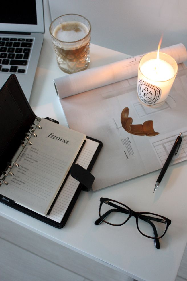 Homevialaura   Filofax organizer   black saffiano   planner   calendar   diptyque   coffee   working space   home office   blogging