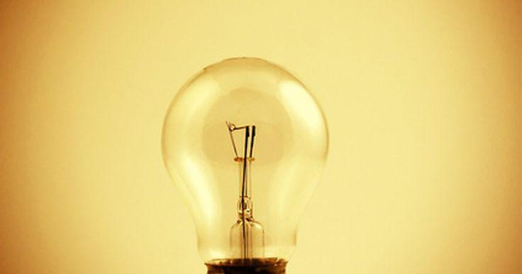 ¿Cuántos vatios utiliza una casa en promedio?. La cantidad de energía que un aparato usa al desarrollar su función se mide en vatios. El número promedio de vatios usados en una casa varía por su tamaño y el número de aparatos eléctricos que utiliza.