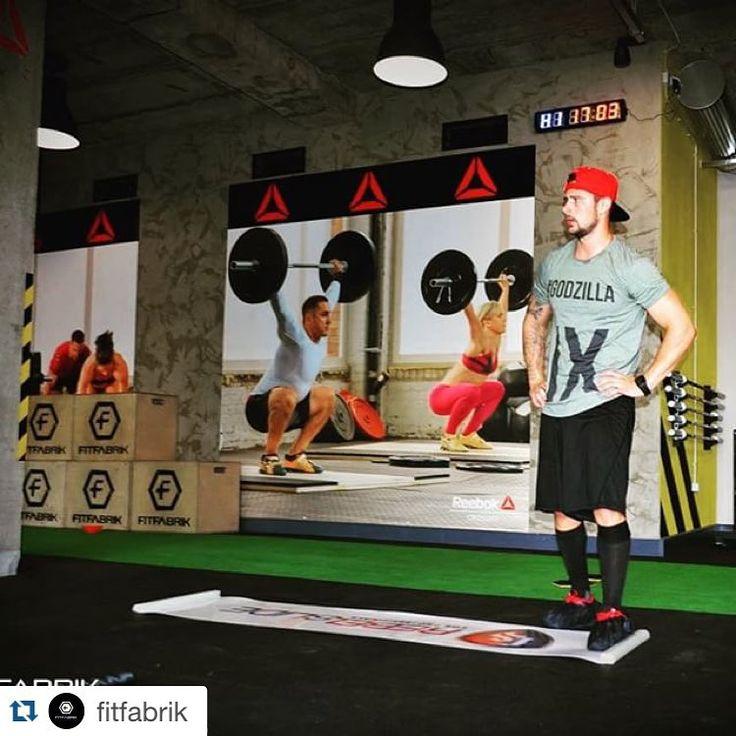 Nové tričká od fitfabrik sú úplne najviac. Príď si zacvičiť a zaži netvorizmus. #godzilla #fitfabrik #strojaren #hlusit #vo #fabrike  http://www.fitfabrik.sk #Repost @fitfabrik with @repostapp. Tomáš Tatar vie čo sa nosí na cvičenie ® #fitfabrik #tomastatar #trto90 #swag #tshirtsswag #tshirt #fitness #gymtshirt #gym #crossfit #reebok #lifestyle #fashion #hockey #nhl
