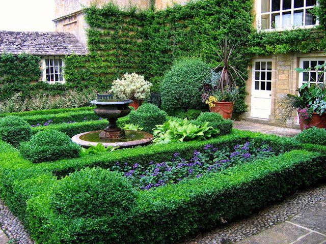 Beautiful courtyard small gardens pinterest gardens for Beautiful courtyard gardens