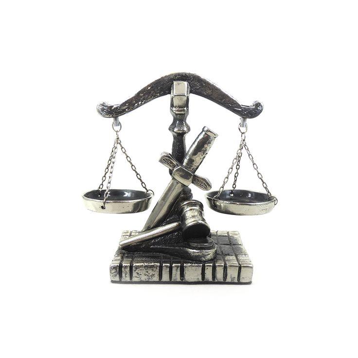 Balança da Justiça Largura x Altura x Profundidade: 21,5 x 20 x 10 cm Peso: 800 g Material: resina Acabamento: prateado Origem: Brasil