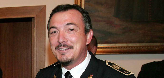 9.000 euros de sueldo para el jefe de la Policía de Santa Pola http://www.eldiariohoy.es/2017/07/9.000-euros-de-sueldo-para-el-jefe-de-la-policia-de-santa-pola.html?utm_source=_ob_share&utm_medium=_ob_twitter&utm_campaign=_ob_sharebar #españa #denuncia #corrupcion #pp #actualidad #noticias #anticorrupcion