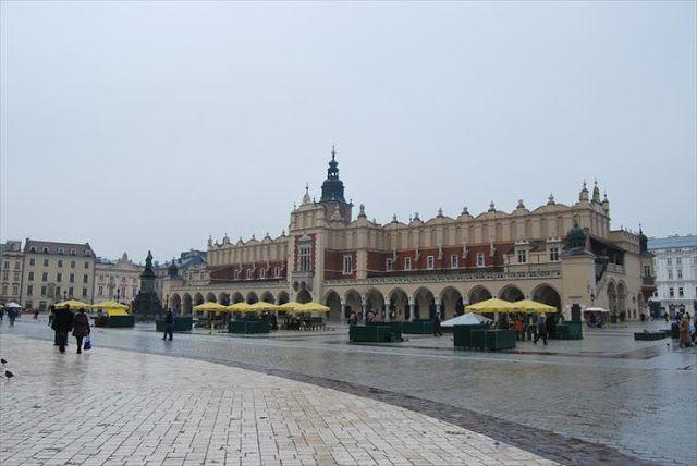 Zwiedzaj Polskę : Perły krakowskiej architektury - Sukiennice