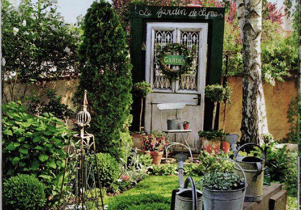 """Das Flair vergangener Zeit weht durch ...   Garten im elsässischen Ohnenheim.      Foto: """"Gärten und Grüne Oasen"""""""