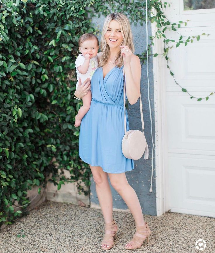 "10.7 mil Me gusta, 48 comentarios - Ali Fedotowsky-Manno (@alifedotowsky) en Instagram: ""It's not every day that I get to dress up with this little munchkin. But when I do, I've got to be…"""
