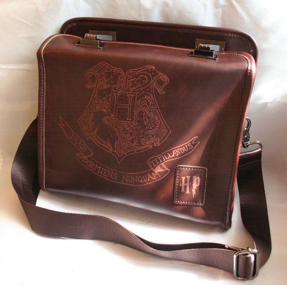 Harry Potter inspiriert PU Leder Tasche /Purse Ranzen, handgravierte mit der Hogwarts-Schule für Hexerei und Zauberei Crest