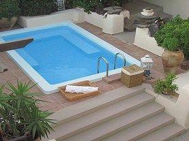 Lava Suites & Lounge 4* - #Santorini- este situat la 6km de aeroportul international din Santorini. Hotelul dispune de 7 camere/ apartamente dotate cu internet wireless, TV, home cinema, aer conditionat