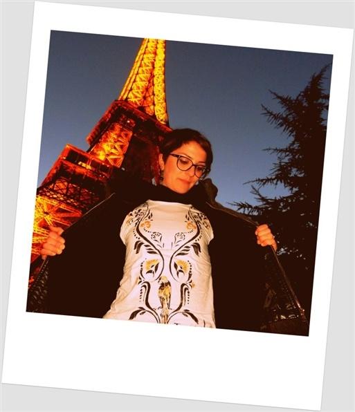 """AIUTATEMI A VOTARE :) Ale indossa la t.shirt : """" gold parrot """"   della collezione De rerum natura   by attebasile."""