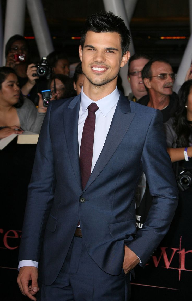 Google Image Result for http://photos-3.posh24.com/p/1446034/z/celebrity_pictures_from_premieres/taylor_lautner_navy_blue_suit.jpg