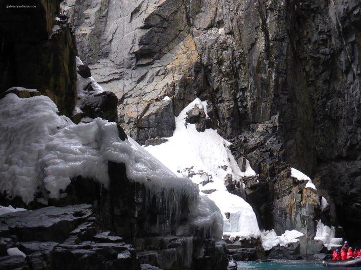 Spert Island in Antarctica. A partially sunken island. #gabrielaaufreisen #antarctica #antarktis #reiseblog #travelblog http://travelblog.gabrielaaufreisen.de/3-islands-in-antarctica-cierva-cove-mikkelsen-harbour-and-spert-island/
