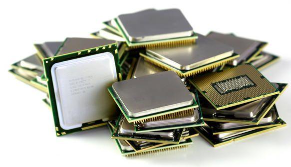 """El procesador es en los sistemas informáticos el complejo de circuitos que configura la unidad central de procesamiento o CPU. Un procesador o microprocesador es parte de cualquier computadora o de equipos electrónicos digitales y es la unidad que hace las veces de """"motor"""" de todos los procesos informáticos desde los más sencillos hasta los más complejos. También está dentro del procesador el CU"""