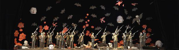 Marcel Dzama On the banks of the Red River, 2008 Bois, céramique, métal, tissus / wood, glazed ceramic sculptures, metal, fabric 218.4 x 642.6 x 246.4 cm 1/3 Collection Musée d'art contemporain de Montréal