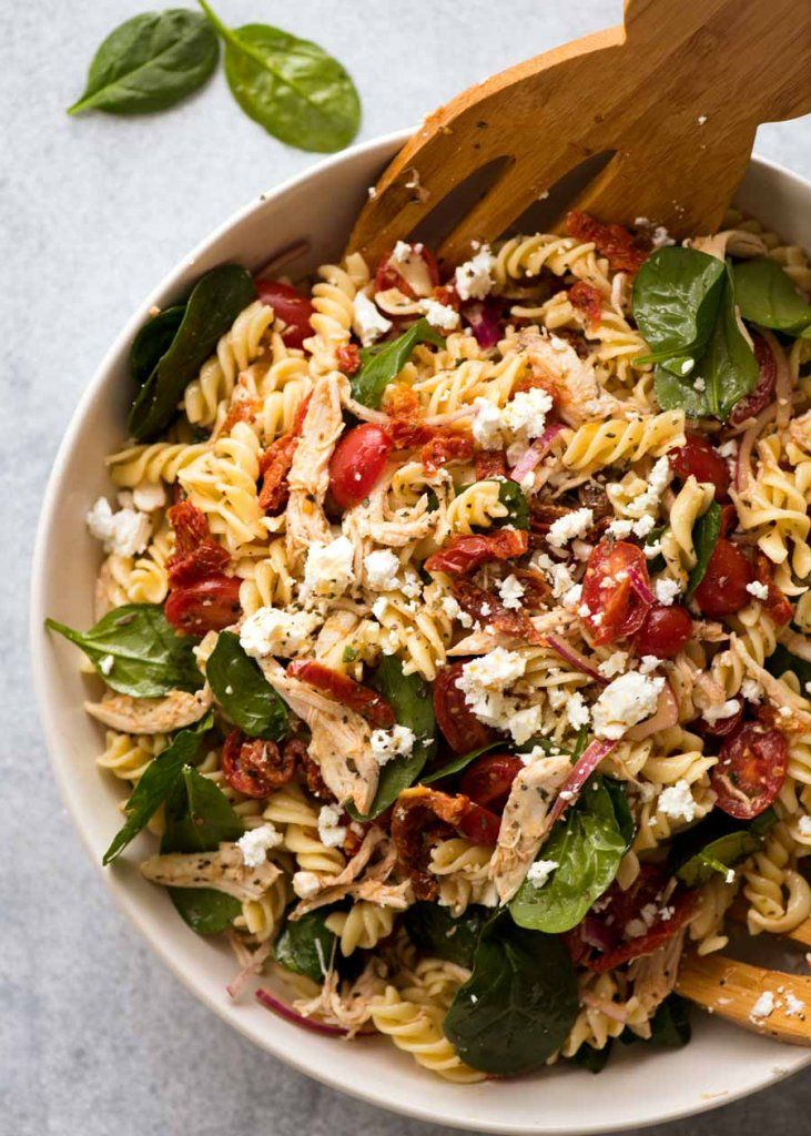 Nudelsalat mit sonnengetrockneten Tomaten und Huhn   – YUMMMY in my tummy!